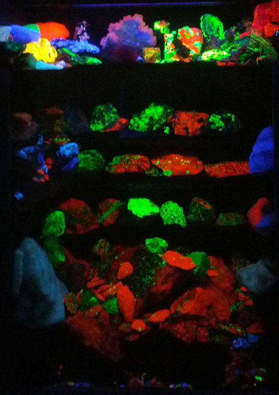 fluorescent-stones-trufflemagic-2