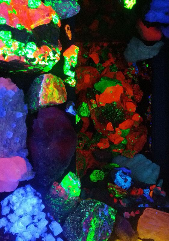 fluorescent-stones-trufflemagic